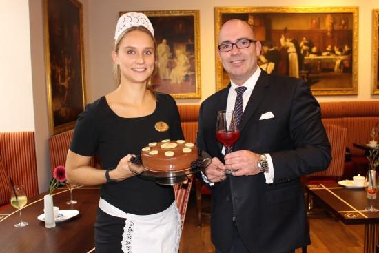 Wiener-Kaffeehaus-Eröffnung-mit-Hoteldirektor-Bertold-Reul-Fotocredit_De-Medici-e1447430055904